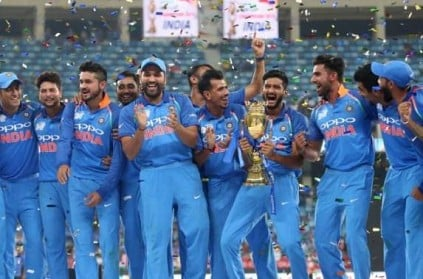 Dhoni reason behind Khaleel Ahmed holding Asia Cup trophy